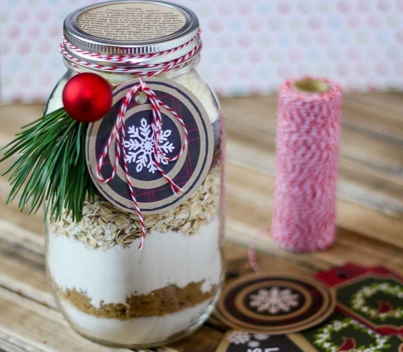 This easy Cranberry White Chocolate Oatmeal Cookies In a Jar recipe is a perfect handmade gift! It's a sweet and delicious gift friends and family will love.