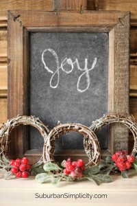 DIY Mini Sparkly Wreath Tutorial