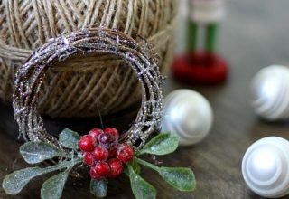 Sparkly mini wreath with Christmas ornaments.