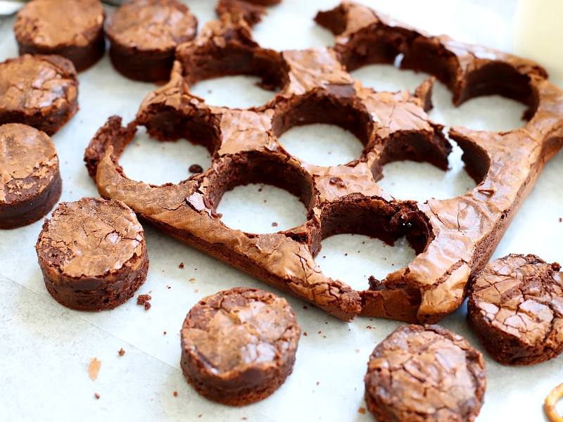 Circular cut brownies to make mummy brownies.