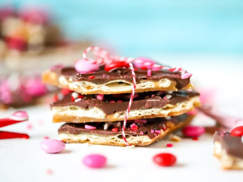 You can't resist and salty + sweet goodness of Valentine's Day Saltine Toffee! This easy and addictive candy recipe is the perfect way to celebrate Valentine's Day!