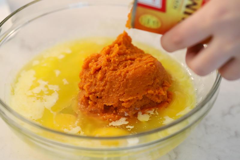 Wet ingredients for pumpkin muffins