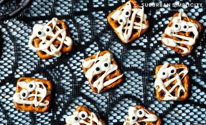 Here's the easiest no-bake Halloween treat! You only need 3-ingredients to whip up these yummy, crowd-pleasing Mummy Pretzels.