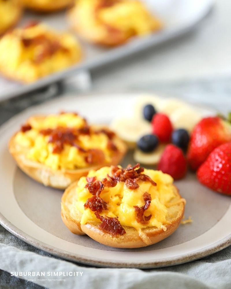 Bagel Breakfast Pizzas on a plate