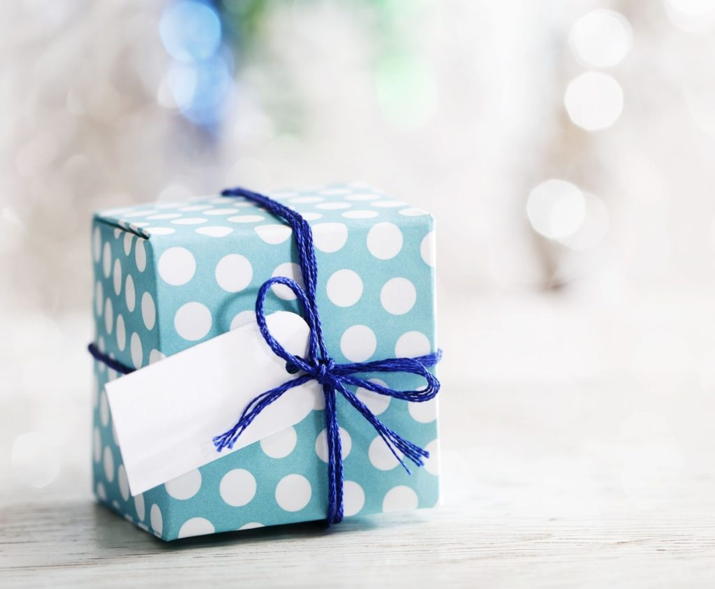 These thoughtful yet Inexpensive Christmas Gifts are perfect for loved ones and co-workers. This year, make it easy on yourself and use this gift guide to get your holiday shopping done right!