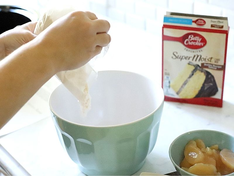 how to make a dump cake in the crock pot